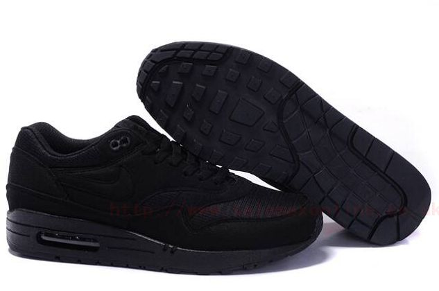 all black nike trainers