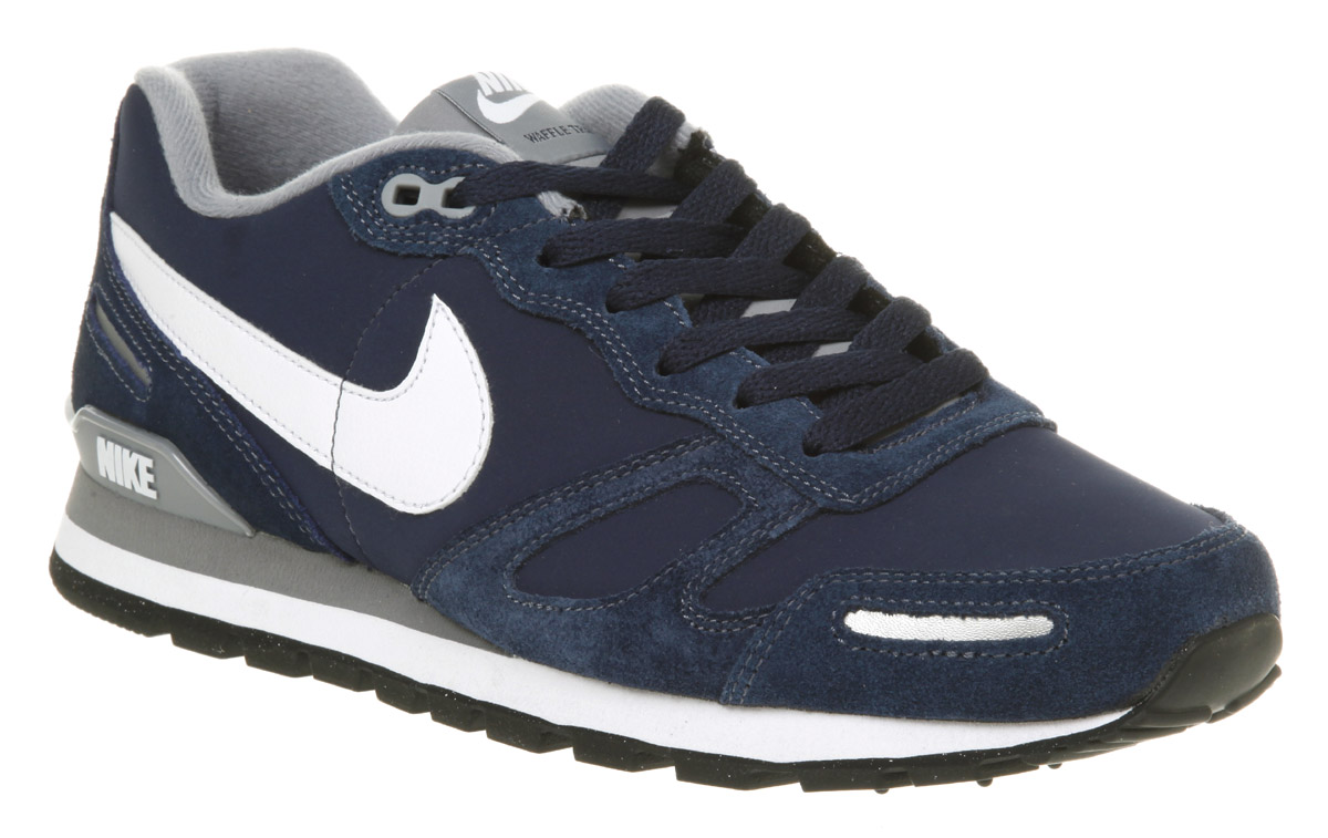 navy nike trainers